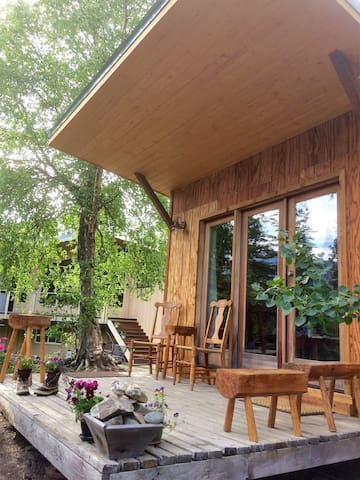 A cabin with a view, privacy and a touch of Alaska rustic
