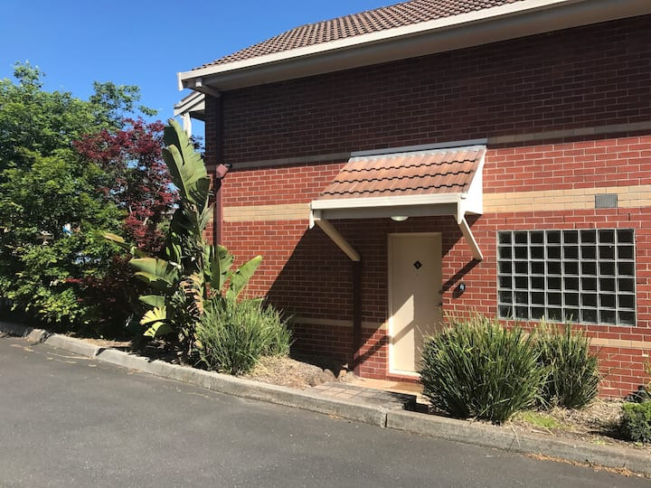 Family Townhouse - 8 km from CBD