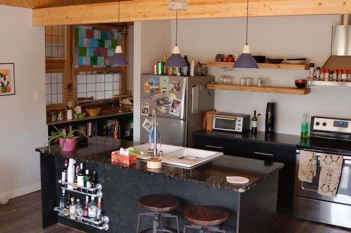 Beautiful Kluane House - Shared Space