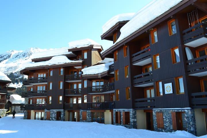 VALMOREL, Studio 3 pers retour skis pieds