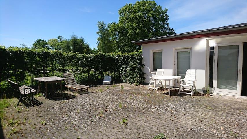 [1]  1 v. Stue-lejlighed med egen lukket terrasse