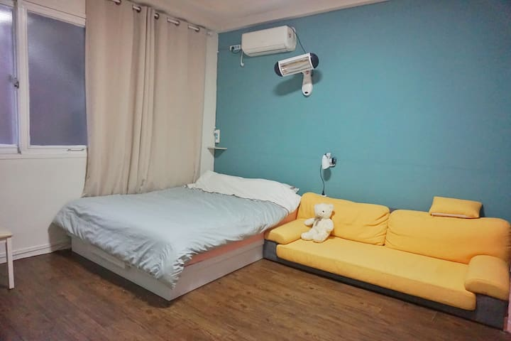 Hongik Station Double Room Private Bath弘大民宿双人间独立卫浴