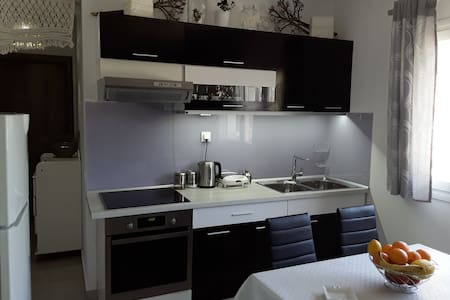 COSY APARTMENT CLOSE TO TOWN - Kerkira - Квартира