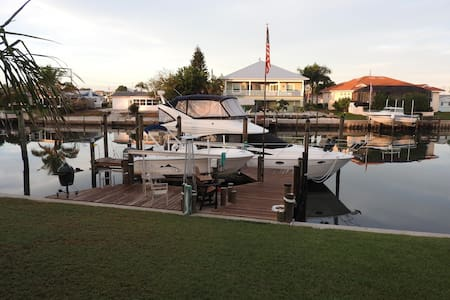 Bring your Boat, Waterfront home with Private Dock - Palmetto - Hus