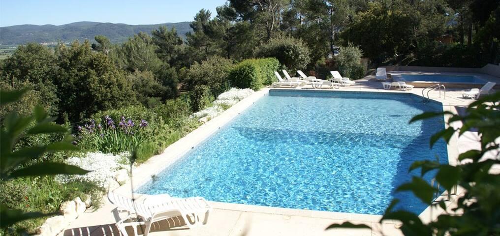 Chambre Triple - La Roquebrussanne - Hotellipalvelut tarjoava huoneisto