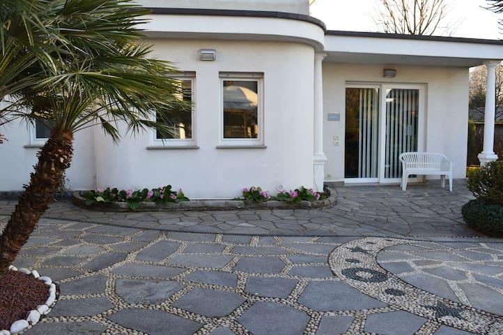 ELEGANTE ABITAZIONE tra Como/Milano - Cermenate - Huis
