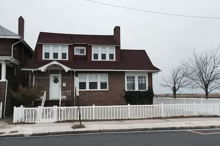 Classic 1920's Bay Front Home! Walk to Beach! - Atlantic City