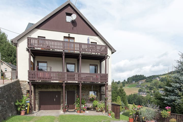 Holiday home in an idyllic setting in the heart of the Erzgebirge mountains with private balcony