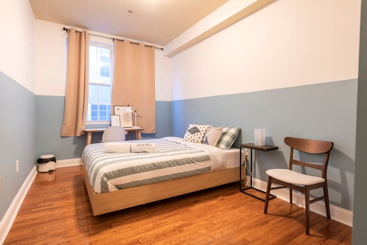 *SALE* Center City Spacious comfy Room 4