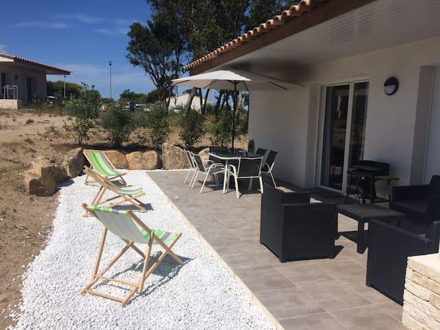 Villa avec piscine commune - I1 -