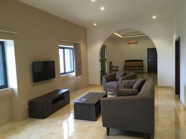 Spacious Valley & Sea View Maisonette, A/C, Wi-fi