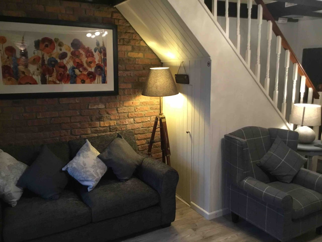 Cosy, with a lovely warm feel to this lounge, newly refurbished