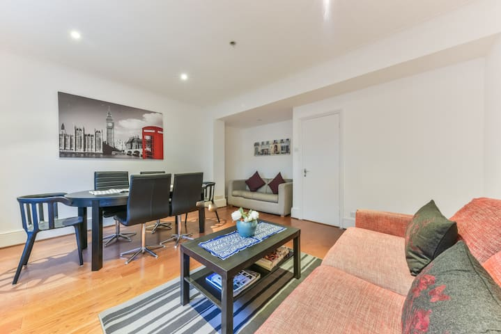 SOUTH KENSINGTON BEAUTIFUL SPACIOUS APARTMENT (15)