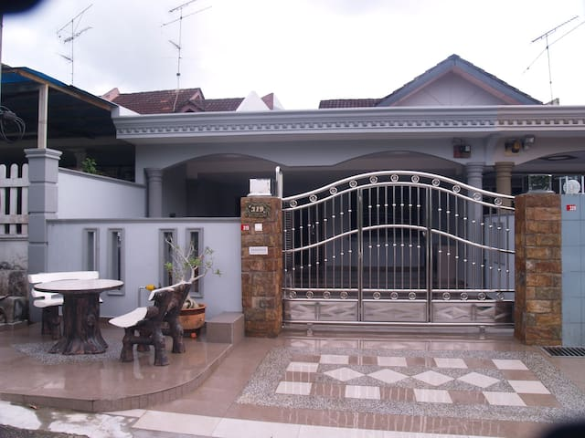 Descent Homestay Kulai