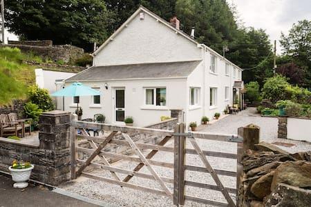 No 1 Tan yr Eglwys - Huis