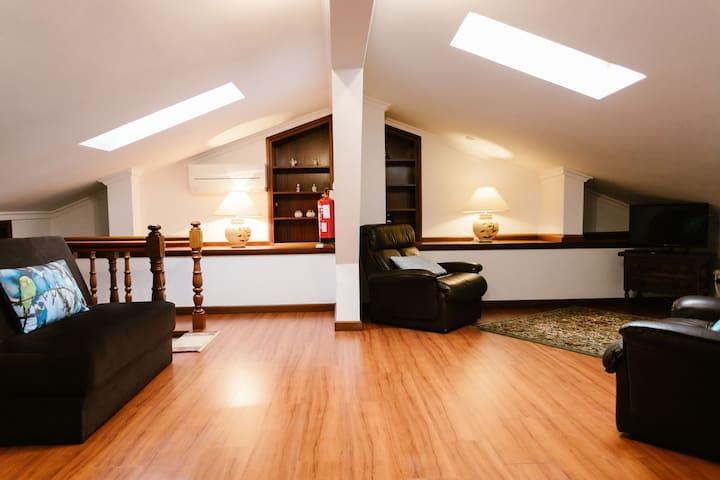 Attick [living room]