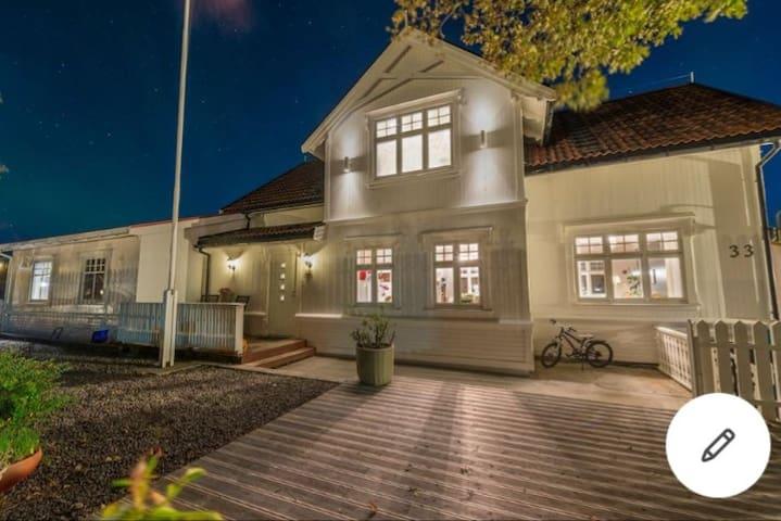Dobbeltrom med bad i Henningsvær