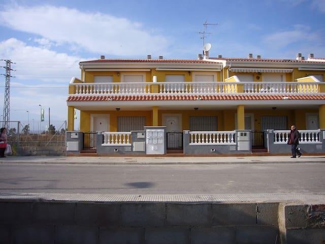 Unifamiliar adosado en playa de Almenara - Almenara - House