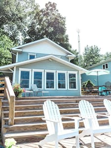 Three Sisters Cottage & Guest House on the water