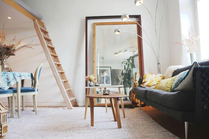 Artistic, Creative, Bright & Cosy Studio