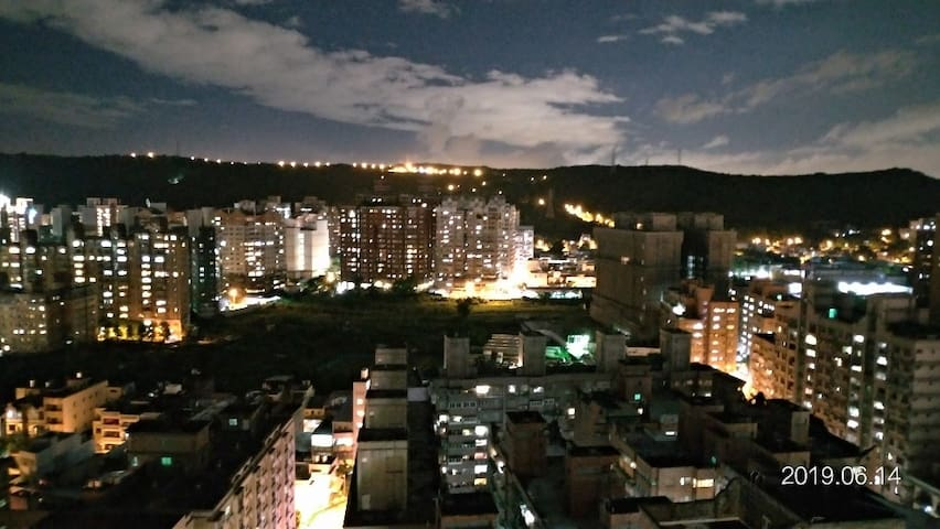 天天看夜景  great view in room