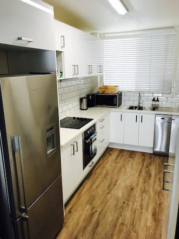 Discounted clean and bright Chermside apartment