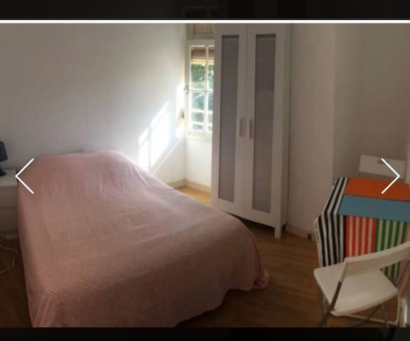 Nice big room, near the beach. - Badalona - Appartement