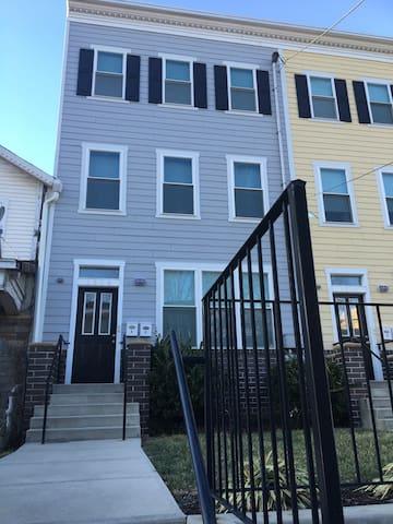 Condominium Duplex in Ivy City/Hst
