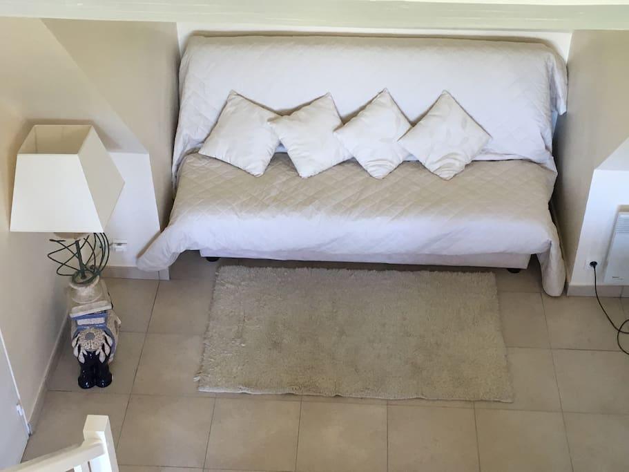 La canapé-lit convertible su salon, avec 2 places