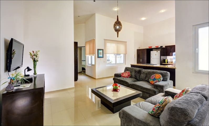 Central, Sleeps 6, Rooftop Pool, 5 Beds