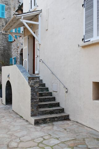 Maison en plein cœur du village - Olmeta-di-Tuda
