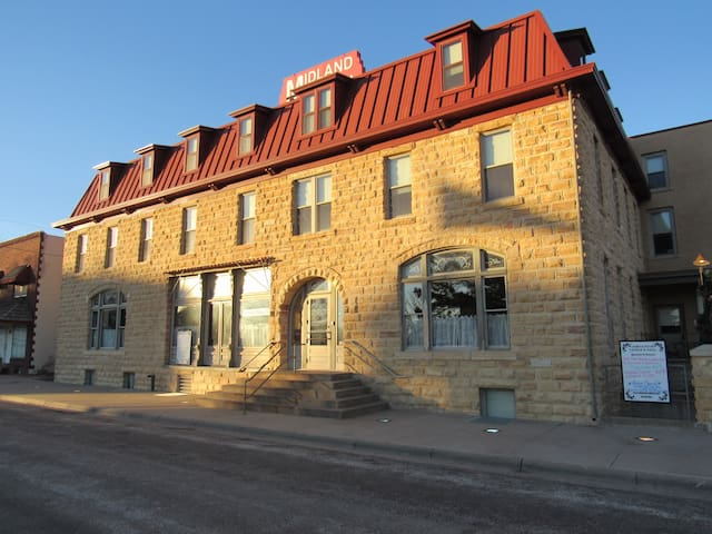 Historic Midland Railroad Hotel R2 - Wilson - Bed & Breakfast