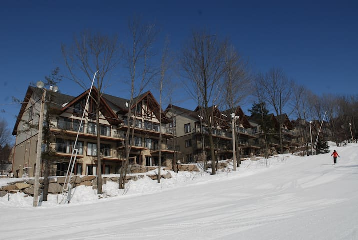 NEW LISTING - Condo Ski-in Ski-Out - Bromont