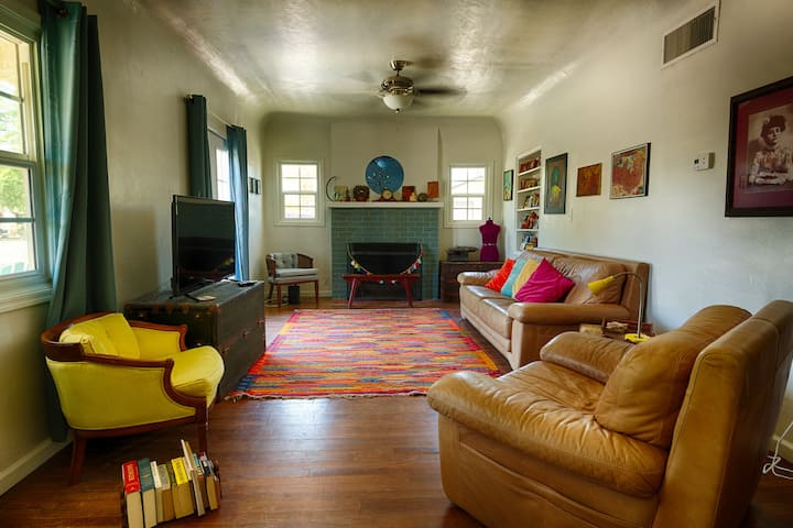 Midtown/Central to all Tucson Gorgeous Home
