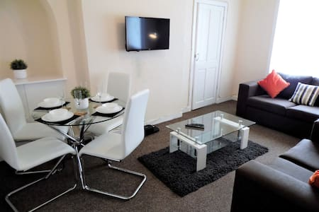 Glasgow- Spacious 3bed flat, Free street parking