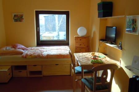 Gemütliche abgeschlossene eigene kleine Wohnungdt.