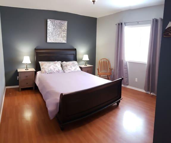 Large queen bedroom #1