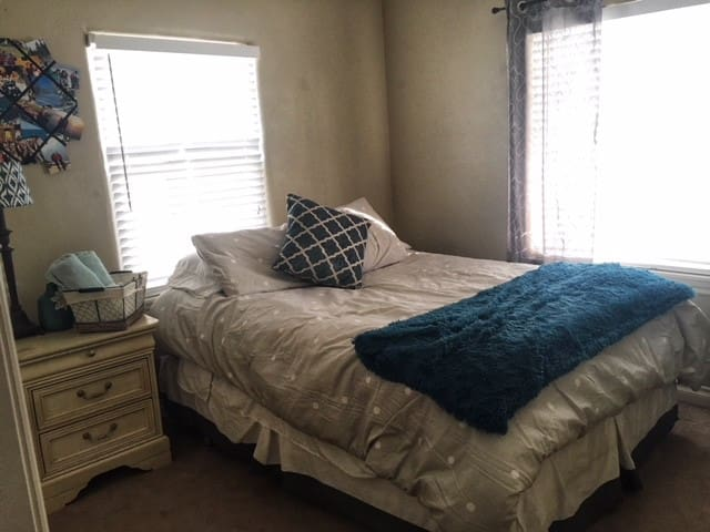 Private, Updated Bed/ Bath, Minutes From DT