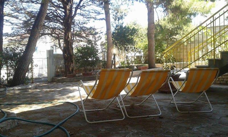 giardino, sdraio e relax