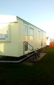 Ayling's Retreat Caravan - Saint Osyth