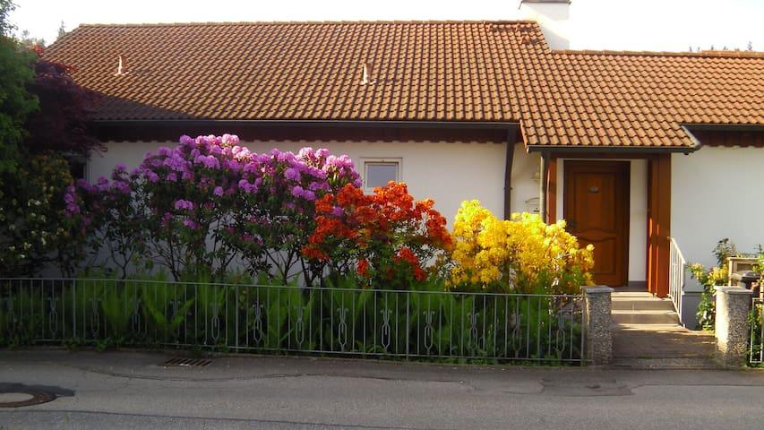 Ferienwohnung mit Gartenbenutzung - Taufkirchen (Vils) - Apartment