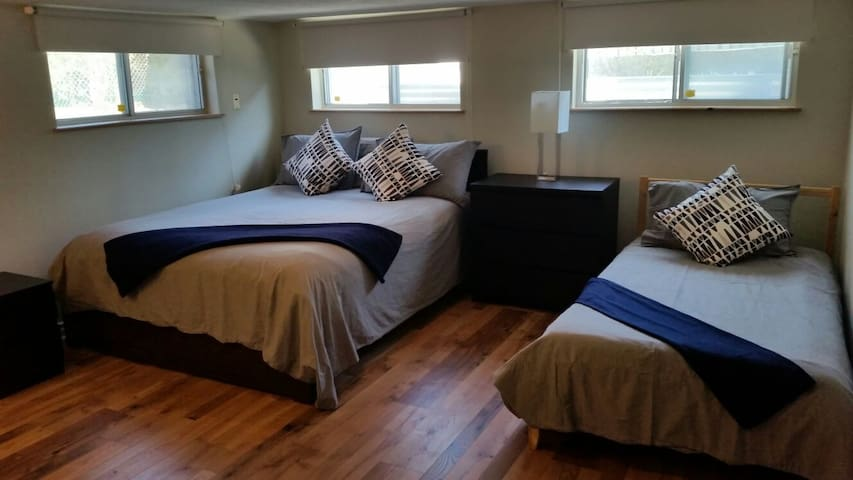 Family-friendly private unit RoyalYork & Queensway