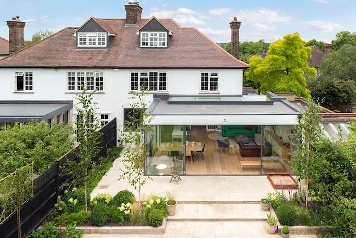 Modern Family House in Dulwich Village - London - House