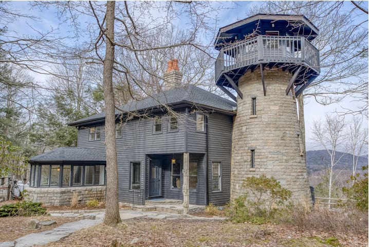 Woodstock Stone Tower House w/ Hot Tub, Pano Views