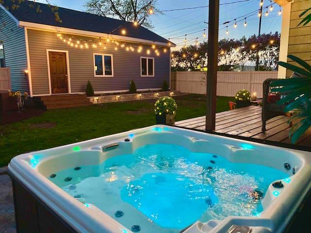 Modern Meets Vintage ⭐️ Hot Tub, Fire Pit, Hammock!