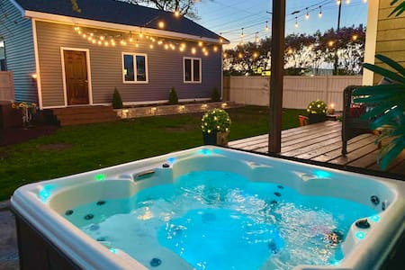 Modern Meets Vintage ⭐️ Hot tub!