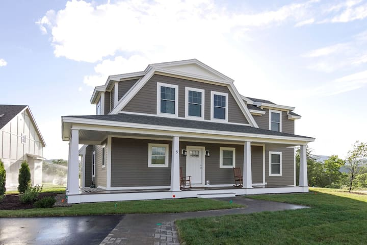 4 Bedroom Home at the Owls Nest Resort minuets from Golfing Skiing and Hiking.