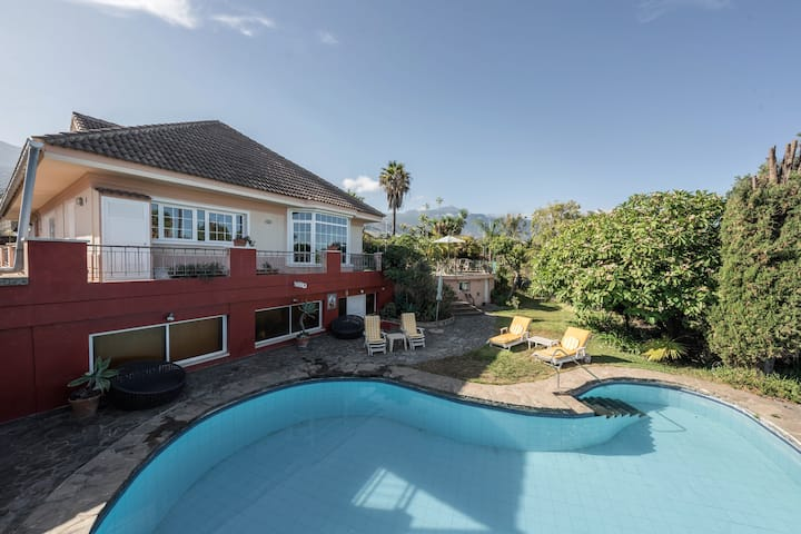 Luxury Villa Santa Barbara with Swimming pool. Mountain & Sea Views, Wi-Fi, Gardens, Terraces. Street Parking