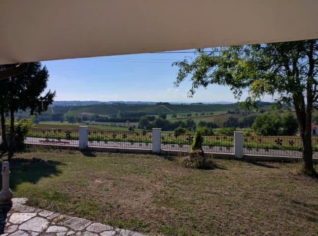 Villa panoramica. Ottima  per Langhe e Monferrato - San Desiderio - Villa