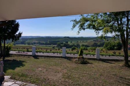 Villa panoramica. Ottima  per Langhe e Monferrato - San Desiderio